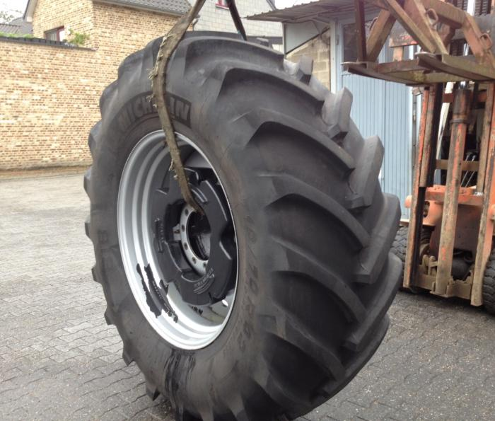 Michelin, 710/70R42, masses pour roues, case international